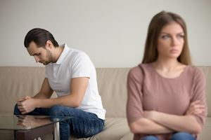 Tiếp tục hay chia tay mối quan hệ yêu xa