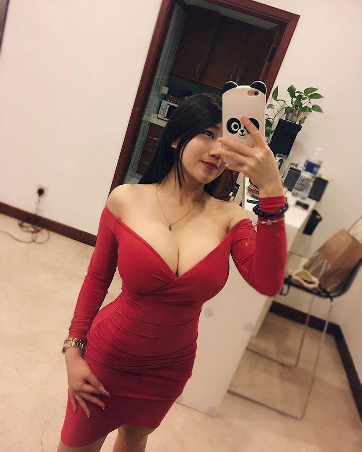 nakihcinnak-hot-girl-bi-quay-roi-thuong-xuyen-chi-vi-vong-mot-ngoai-co-anh-12