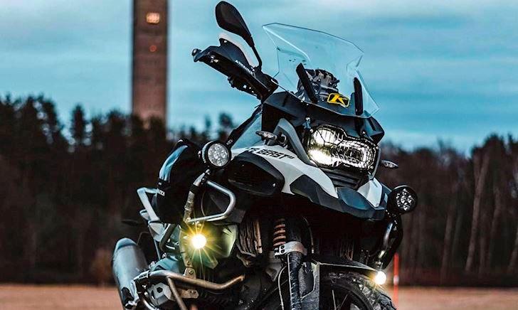 Đèn trợ sáng, nên gắn loại gì và vị trí nào để không chói mắt người khác – First Ride #15