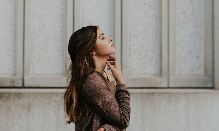 Cần biết gì khi yêu một cô nàng quá nhạy cảm?