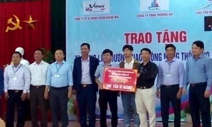 Điểm nóng bóng đá Việt Nam ngày 13/2: Công Phượng làm từ thiện, Hà Nội FC 'hạ đẹp' người Thái