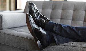 Có nên mặc quần jeans với giày tây?