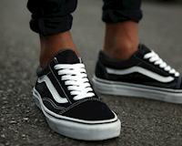5 đôi giày sneaker đen củng cố đẳng cấp dành cho quý ông