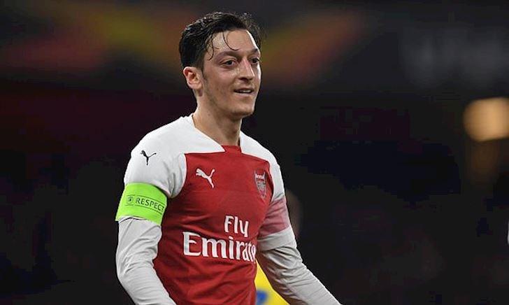 """Trở lại chói sáng, Ozil vẫn sẽ phải """"mòn kiếp"""" dự bị"""