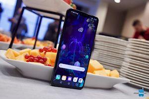 LG V50 ThinQ ra mắt, hỗ trợ 5G và có thể gập khi kết nối với phụ kiện
