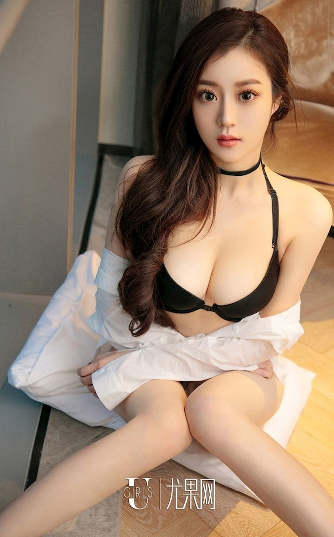 ke-ni-nang-hotgirl-lanh-lung-khong-bao-gio-nhoen-mieng-cuoi