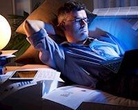 3 bước cần làm để hạn chế tối đa ánh sáng xanh hại mắt khi làm việc chơi game khuya