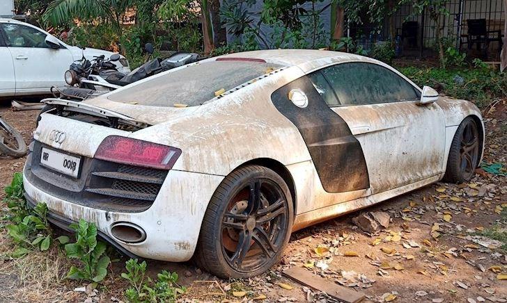 Xót xa nhìn siêu xe Audi R8 bị bỏ phế tới rỉ sét