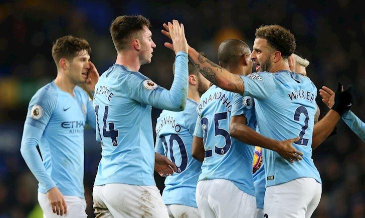 Man City trở lại ngôi đầu Premier League sau gần hai tháng
