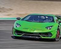 Xem siêu xe Lamborghini Aventador SVJ đua với chiến đấu cơ F35