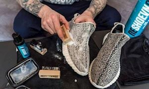 Hướng dẫn cách vệ sinh giày sneaker dành cho anh em