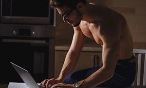 Đàn ông độc thân nên làm gì mỗi tối?