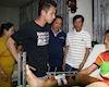 Tuyển thủ Quốc gia Hồng Duy tặng quà động viên cầu thủ U19 Đà Nẵng gãy chân