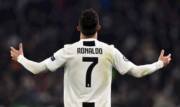 Ronaldo đã cho cả thế giới biết 'tiền nhiều để làm gì'