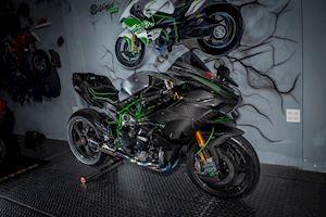 Kawasaki H2 lên full đồ chơi, giá trị hơn 2 tỷ đồng.