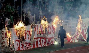 CLIP: Cận cảnh vụ hỗn chiến kinh hoàng ở trận 'siêu kinh điển' Hy Lạp
