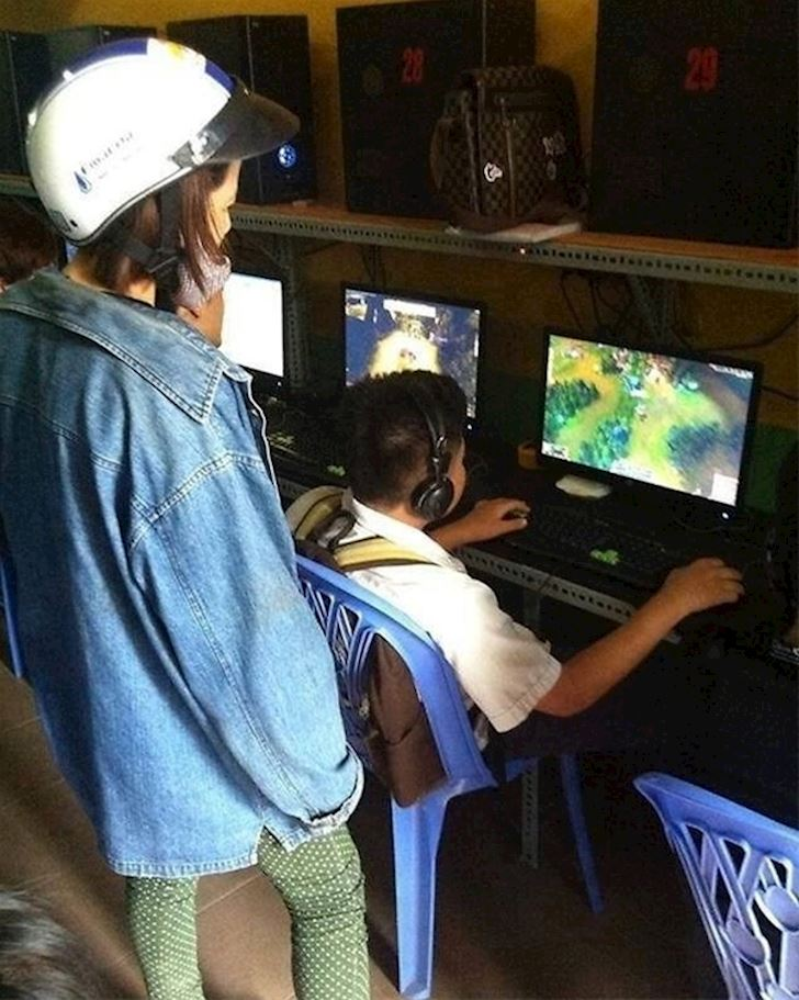 "Tai sao phu huynh luon so sanh viec ""hoc"" khi ban choi ""game"""