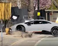 Trẻ trâu phá nát siêu xe Lamborghini mới mua sau màn thể hiện trên phố