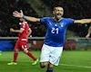 Italia đánh tennis trong ngày cầu thủ già nhất nước lập cú đúp penalty
