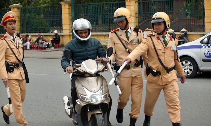 Làm gì khi gặp cảnh sát giao thông? - WEEKEND TIP #3
