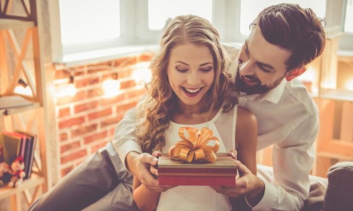 Tặng quà thế nào để crush luôn mỉm cười khi nghĩ đến?