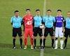 Thủ môn Hà Nội phạm luật phạt đền, trọng tài V.League 'làm ngơ'