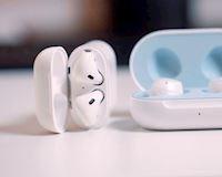 Tai nghe không dây Apple AirPods và Galaxy Buds cái nào 'ngon' hơn?