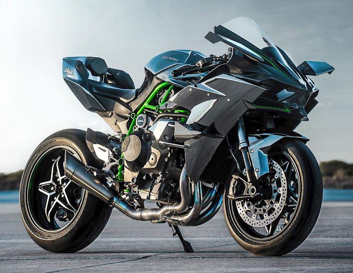 Kawasaki-H2R-cho-hang-loat-sieu-xe-hit-khoi