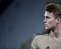 Khiến Ronaldo ôm hận, thủ lĩnh trẻ của Ajax vượt tất cả huyền thoại