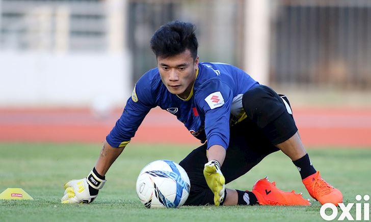 Thu mon Bui Tien Dung Chon Ha Noi FC cu ngo len huong 2