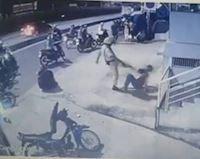 """Xác minh CSGT dí súng, đánh hai """"quái xế"""" trong nhóm tụ tập đua xe"""