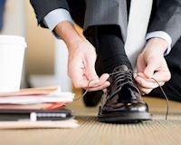 Mang giày mà không hôi chân, đây là 5 bí kíp dành cho anh em