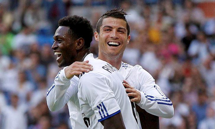 Ronaldo bien dong doi thanh lu con nit tren san tap anh 2