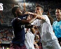 CLIP: Cầu thủ Arsenal và Valencia 'choảng' nhau tại Mestalla