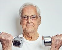 Cụ ông 101 tuổi tiết lộ bí quyết kéo dài tuổi thọ nhờ... hít đất