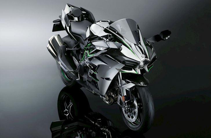 Kawasaki Ninja H2 VS Ducati Panigale V4 S cuộc đua cực khốc liệt
