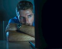 Sự thật mất lòng: 5 biểu hiện của một tên đàn ông nghiện nặng tình dục