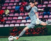 CLIP: Đồng đội Muangthong United cứu Đặng Văn Lâm bàn thua ngớ ngẩn