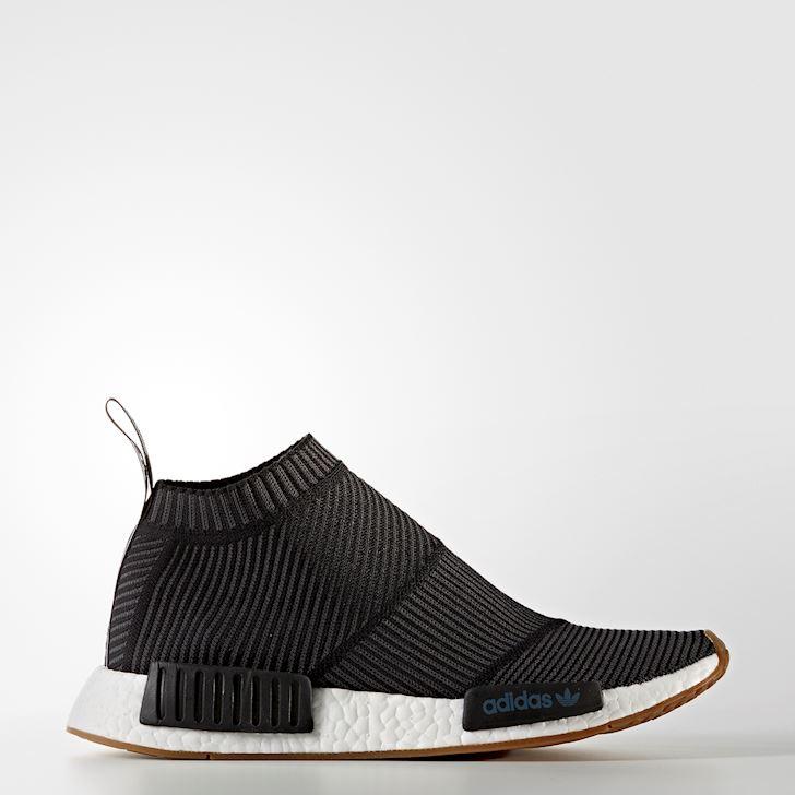 6 kieu sneaker nha adidas mang la chat danh cho anh em me giay 5