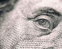Tư duy về tiền bạc của người nghèo khác với người giàu như thế nào?