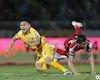 Cầu thủ 'tung cước' vào sao U23 Việt Nam bị đình chỉ 2 trận