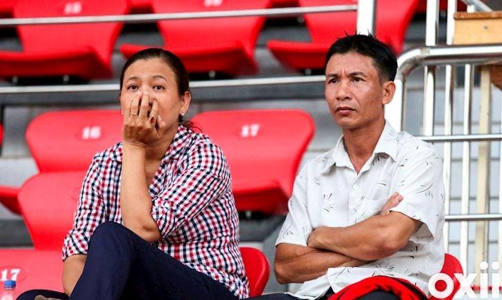Video clip: Bố mẹ Phan Văn Đức vượt 20 km đến động viên con tập luyện