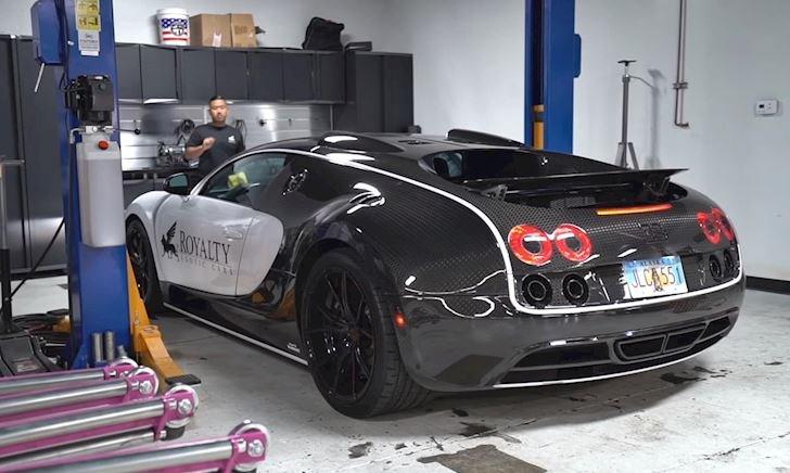 """Cận cảnh quá trình """"đốt"""" 600 triệu để thay nhớt siêu xe Bugatti Veyron"""