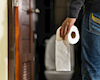 90% đàn ông quên làm một việc cần thiết sau khi đi vệ sinh