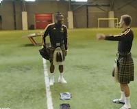 Video Clip: Sao tuyển Bỉ bị bắt tụt quần thổi kèn Scotland trước vòng loại Euro