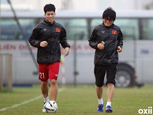 Bóng đá Việt Nam ngày 12/6: Đình Trọng phẫu thuật tại Singapore