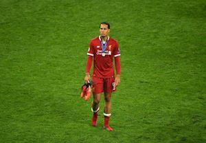 Bóng đá quốc tế 16/08: Van Dijk có cơ hội hạ Messi và Ronaldo