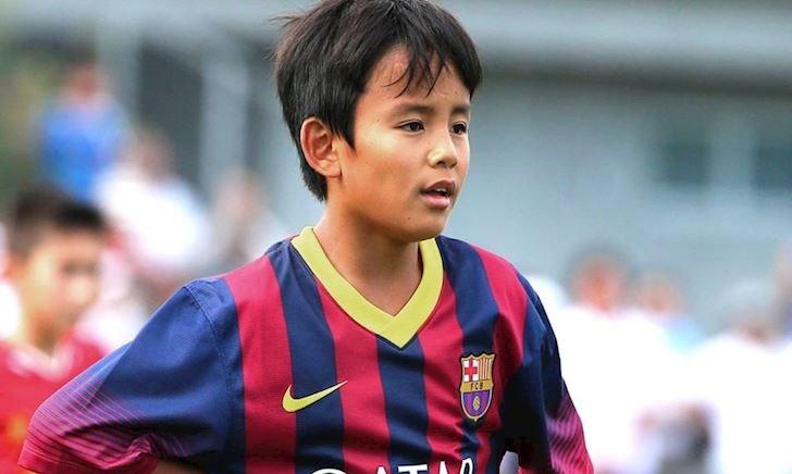Đòi lương không tưởng, 'Messi Nhật Bản' bị Barca hắt hủi