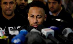 Bị cảnh sát thẩm vấn 5 tiếng ở đồn, Neymar vẫn phủ nhận hiếp dâm