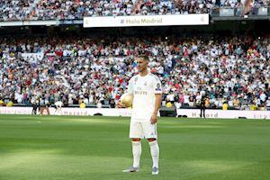 Hazard ra mắt Real: Kém xa độ hoành tráng của Ronaldo